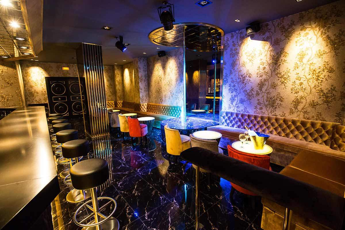 la sala darling strip club barcelona